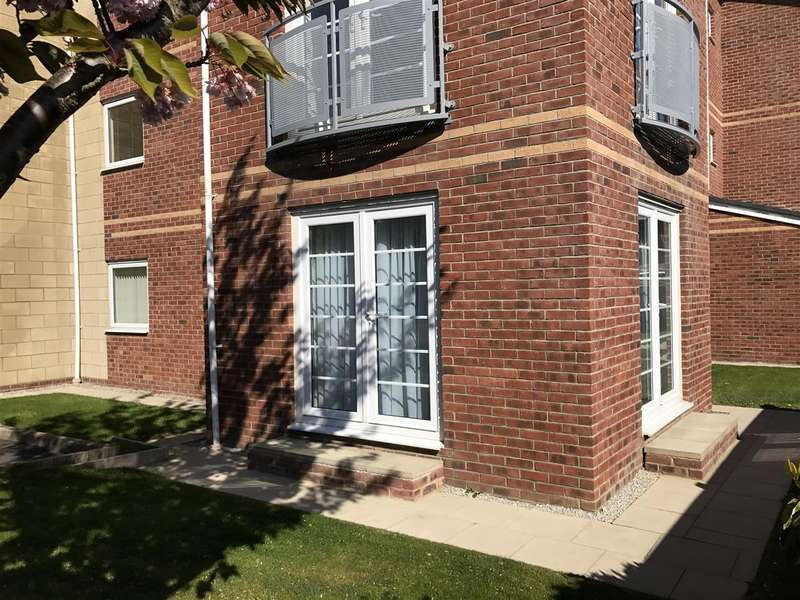 2 Bedrooms Flat for sale in Hollinshead House, Bailey Avenue, Lytham St. Annes
