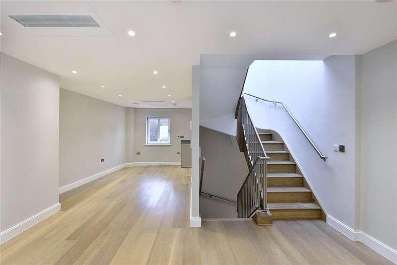 2 Bedrooms Flat for sale in Fleet Street, London, Fleet Street, EC4Y