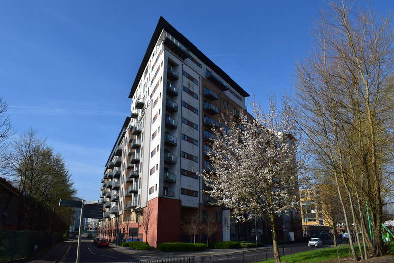 2 Bedrooms Apartment Flat for sale in XQ7, Taylorson Street South, Salford Quays, M5