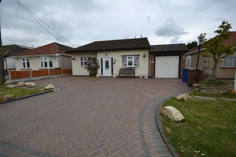4 Bedrooms Chalet House for sale in Central Avenue, Corringham, Stanford-le-Hope, SS17