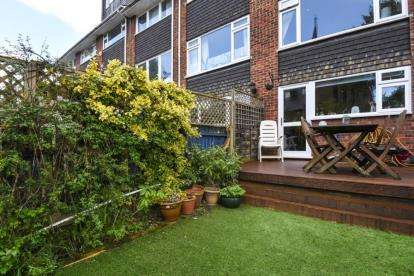 4 Bedrooms House for sale in Brackenhill Close, Bromley
