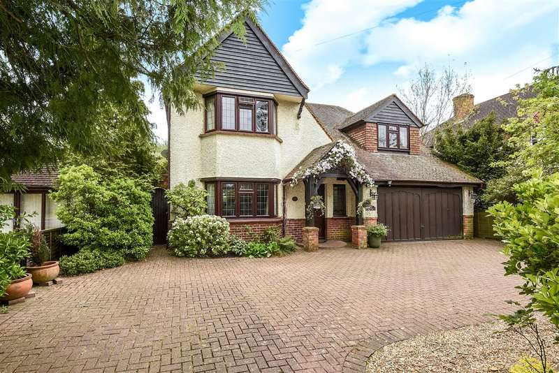 4 Bedrooms Detached House for sale in Stroude Road, Virginia Water