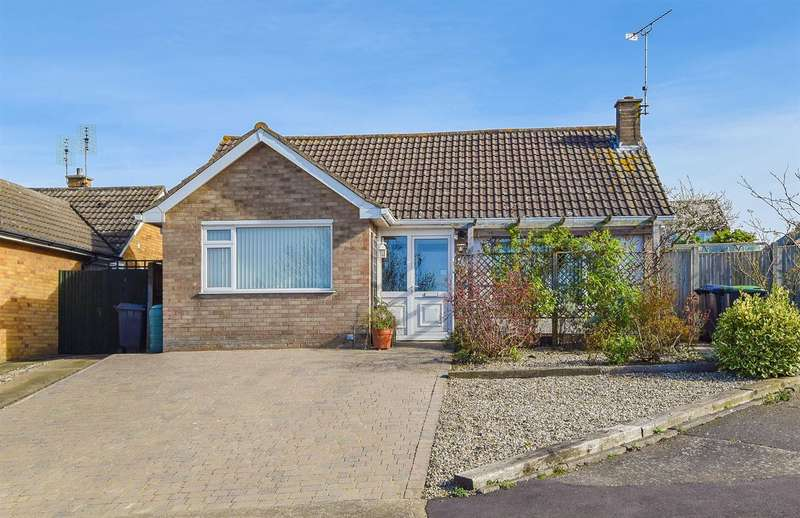 2 Bedrooms Detached Bungalow for sale in Hillcroft Road, Herne Bay