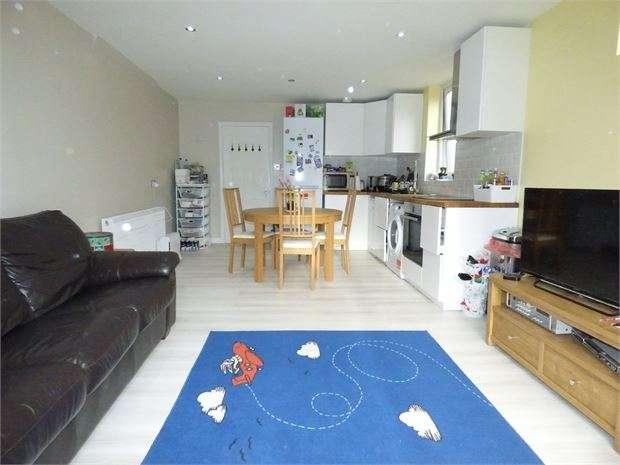 2 Bedrooms Apartment Flat for sale in Glendale Gardens, Leigh on sea, SS9 2AY