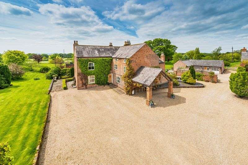 5 Bedrooms Detached House for sale in Court Farm, Cheshire