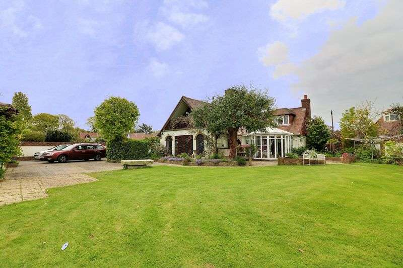 3 Bedrooms Detached House for sale in Lime Grove, West Hayling, Hayling Island