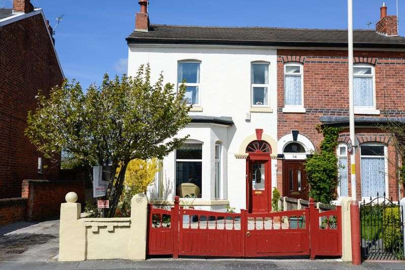 3 Bedrooms Semi Detached House for sale in Linaker Street, Southport
