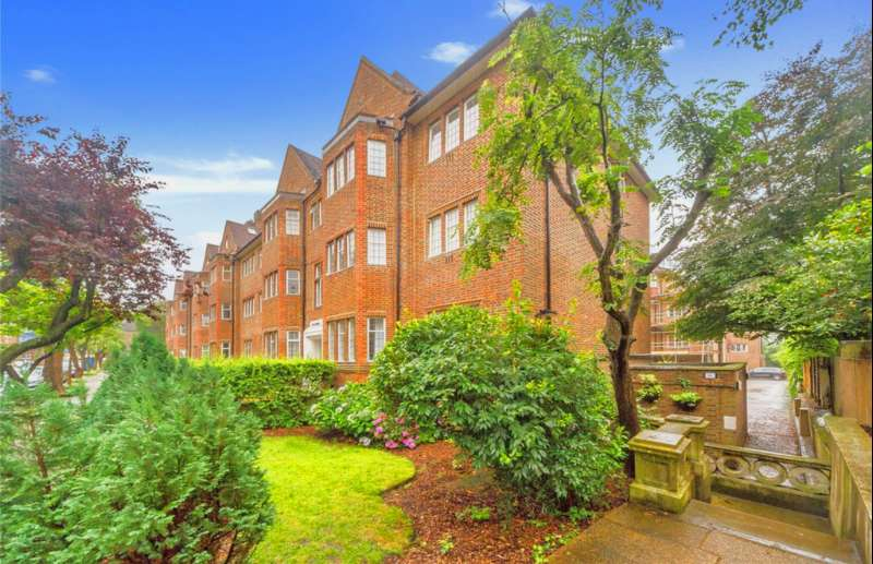 2 Bedrooms Ground Flat for sale in Tudor Close, London, NW3 4AD