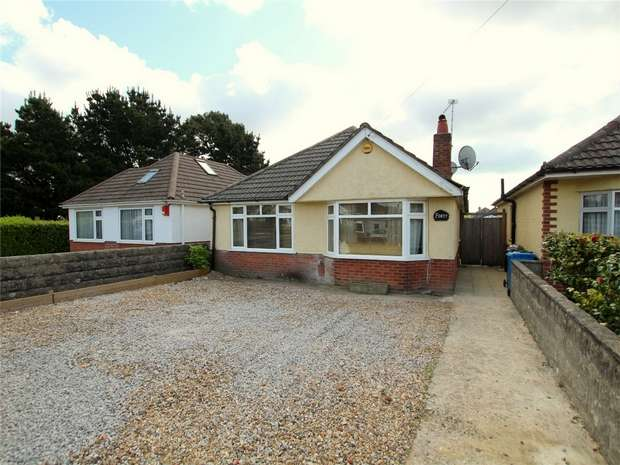3 Bedrooms Detached Bungalow for sale in Kinson Avenue, Oakdale, POOLE, Dorset