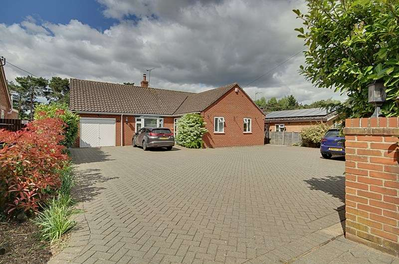 3 Bedrooms Detached Bungalow for sale in Swaffham Road, Mundford, Thetford