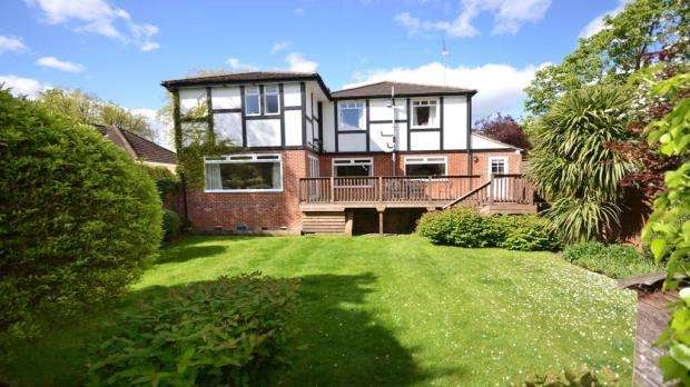 5 Bedrooms Detached House for sale in Woodhurst Road, Maidenhead, Berkshire