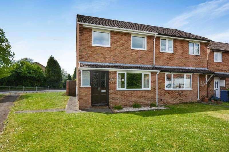3 Bedrooms Semi Detached House for sale in Wye Close, Bicester