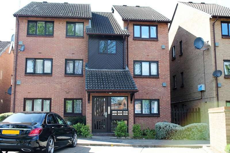 2 Bedrooms Apartment Flat for sale in Pycroft Way, Edmonton