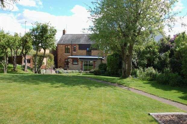 3 Bedrooms Cottage House for sale in Cross Street, Moulton Village, Northampton NN3 7RZ