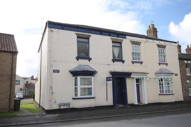 4 Bedrooms Town House for sale in Chapmangate, Pocklington, York, YO42 2BJ