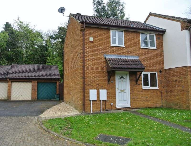 2 Bedrooms Semi Detached House for sale in Buscombe Gardens, Hucclecote, Gloucester
