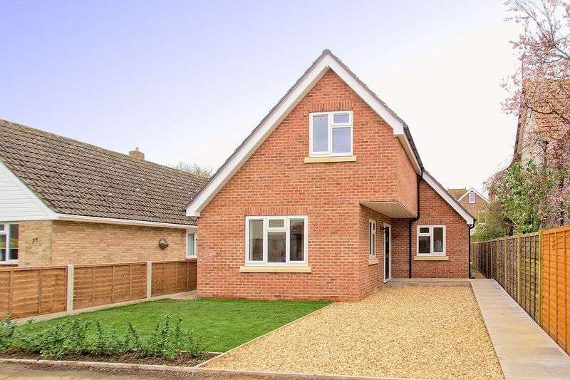3 Bedrooms Detached House for sale in Shelley Road, Bognor Regis, PO21