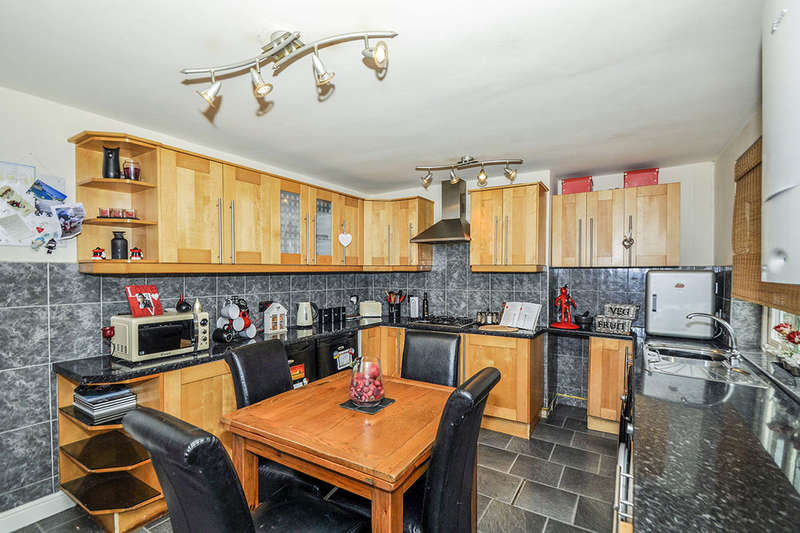 3 Bedrooms Property for sale in The Circle, High Green, Sheffield, S35