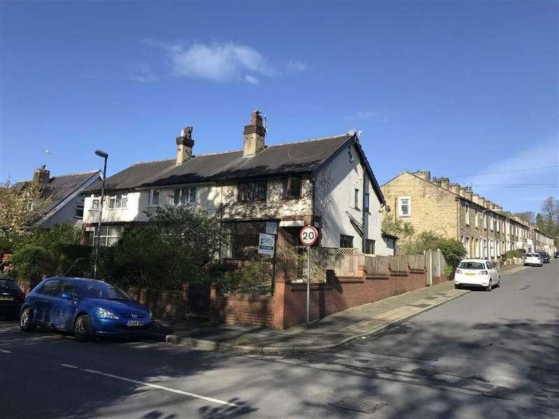 3 Bedrooms Semi Detached House for sale in Park Avenue, Barrowford, Lancashire