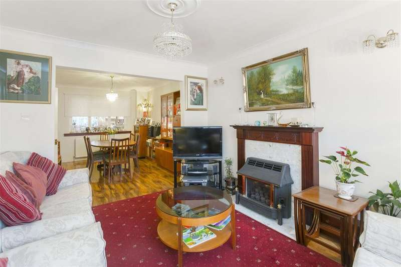 3 Bedrooms House for sale in Windermere Road, Streatham, SW16