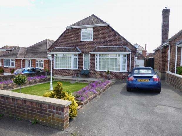 2 Bedrooms Detached Bungalow for sale in Petersfield Road Boscombe East Bournemouth