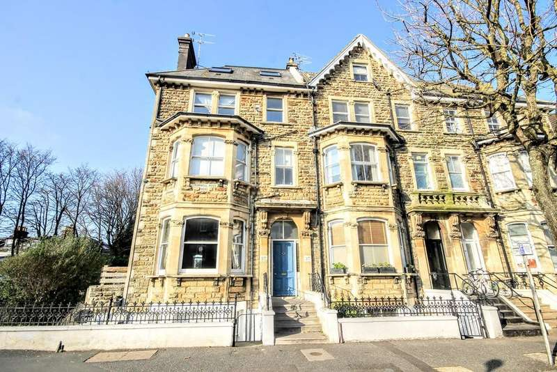 2 Bedrooms Flat for sale in Cromwell Road, HOVE, BN3