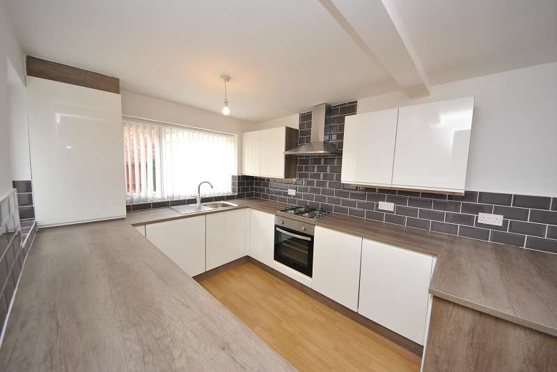 3 Bedrooms Terraced House for sale in Wennington Road, Southport. PR9 7TN