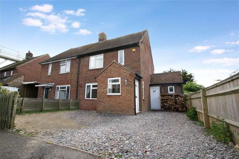 3 Bedrooms Semi Detached House for sale in Dukes Close, Shabbington, Aylesbury, HP18