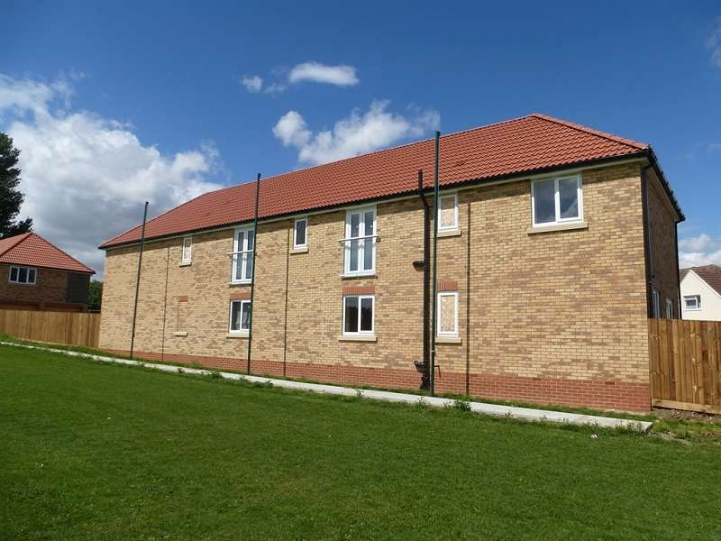 2 Bedrooms Flat for sale in Cricketfield Lane, Ramsey, Huntingdon, PE26 1BG