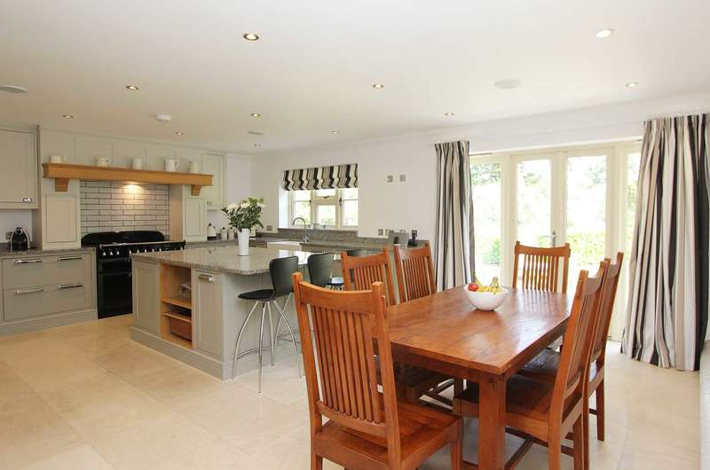 5 Bedrooms Detached House for sale in Burnt Hill, Nr Yattendon, Berkshire