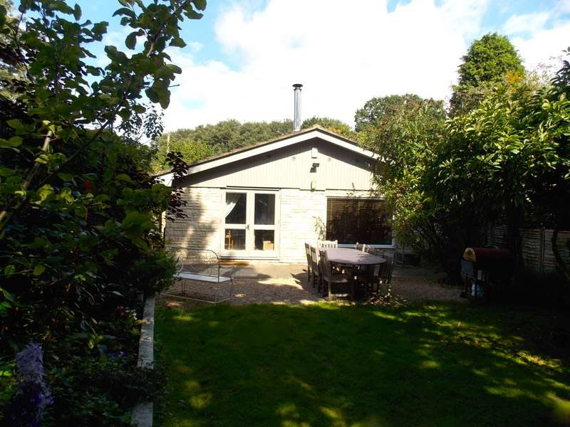 2 Bedrooms Bungalow for sale in Fernhill Lane, Hawley, Surrey, GU17