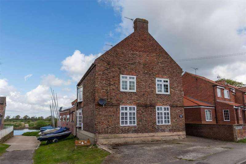 2 Bedrooms Flat for sale in Ferry Farmhouse, Front Street, Naburn, York