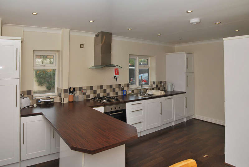 4 Bedrooms Semi Detached House for sale in High Street, Burnham-on-Crouch