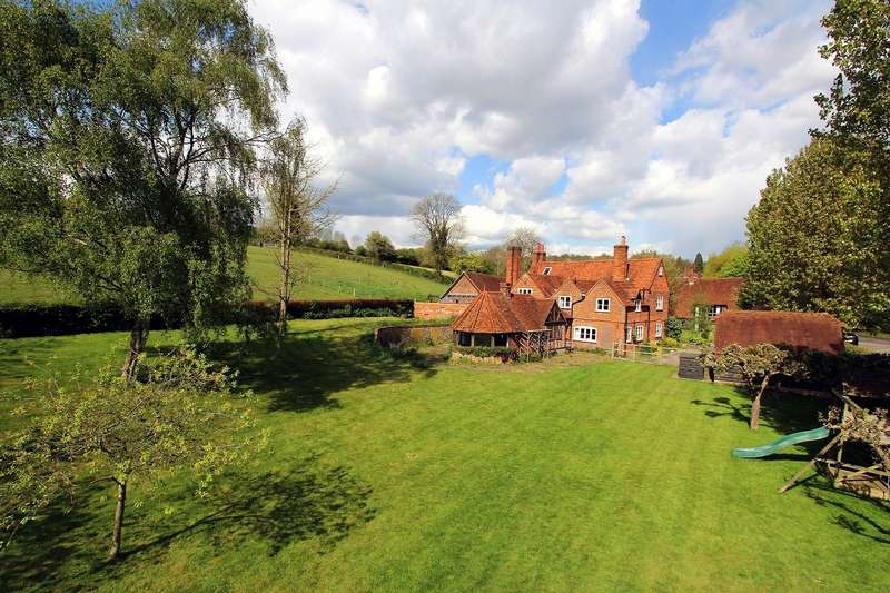 5 Bedrooms Detached House for sale in Riding Lane, Beaconsfield, HP9