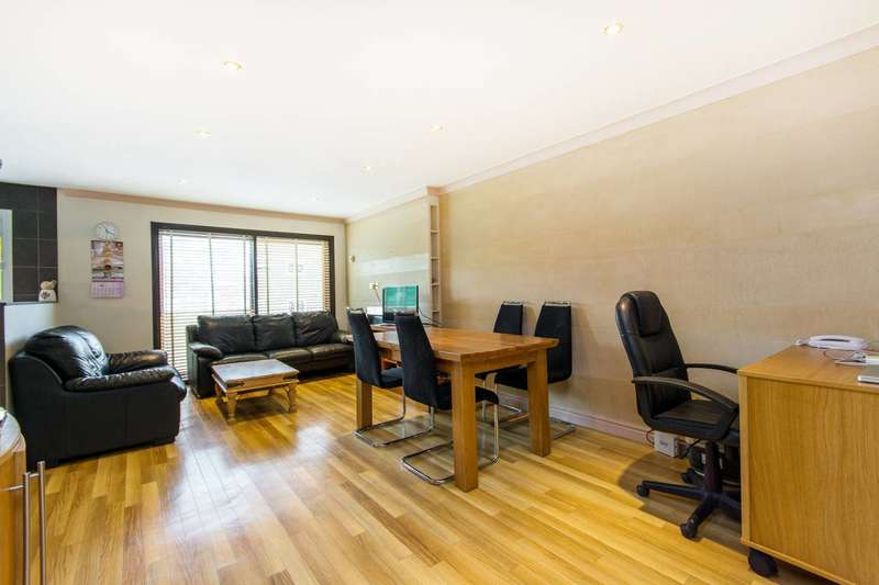 2 Bedrooms Flat for sale in Fleetwood Close, Croydon, CR0