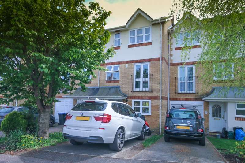 3 Bedrooms Terraced House for sale in Alexandra Gardens, Woking, Surrey, GU21