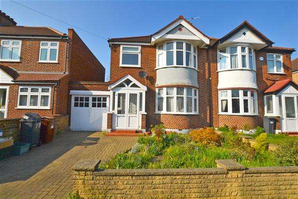3 Bedrooms Semi Detached House for sale in Roxborough Avenue, Isleworth