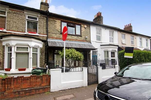 3 Bedrooms Terraced House for sale in Chelmsford Road, Walthamstow, London