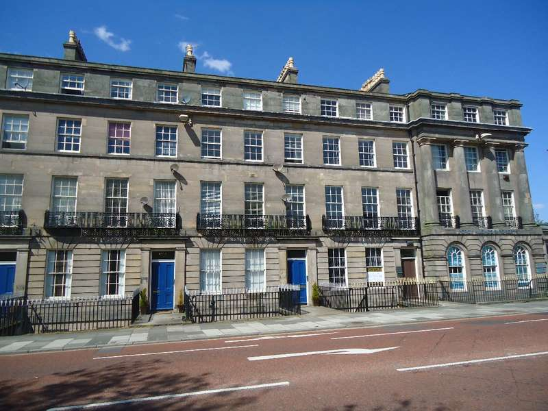 2 Bedrooms Apartment Flat for sale in Hamilton Square, Birkenhead, Wirral