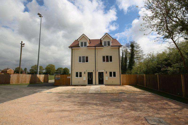 3 Bedrooms Semi Detached House for sale in Allen Road, Haywards Heath