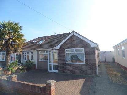 3 Bedrooms Bungalow for sale in Rainham, Essex, .