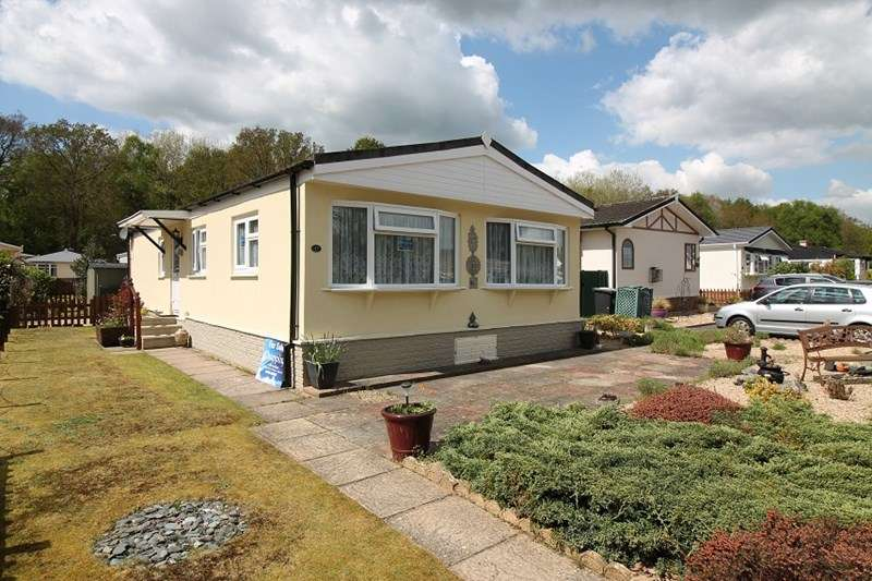 2 Bedrooms Mobile Home for sale in Whitehill Park, Bordon