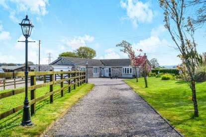 4 Bedrooms Bungalow for sale in Babell, Holywell, Flintshire, CH8
