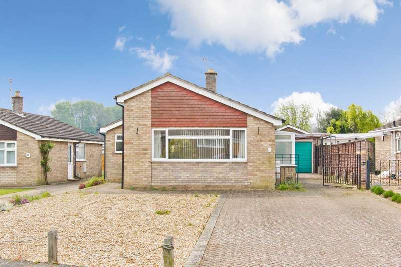 2 Bedrooms Detached Bungalow for sale in Longfields, Swaffham