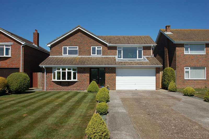 4 Bedrooms Detached House for sale in Fort Road, Alverstoke, Gosport