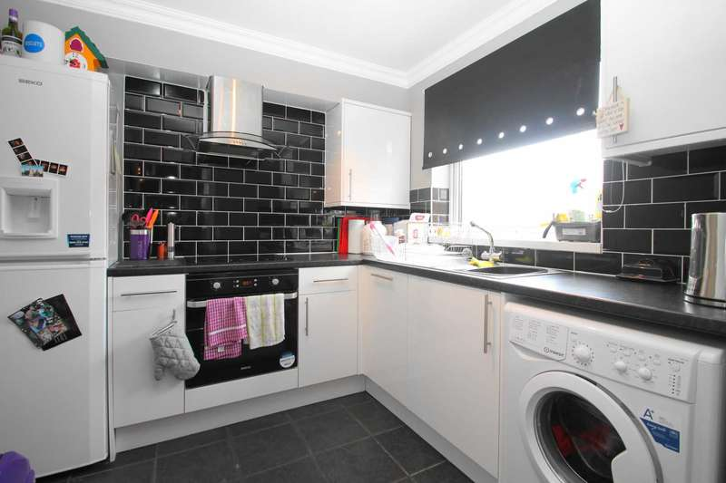 2 Bedrooms Flat for sale in STUNNING 2 BED APARTMENT Approx 991 YEAR LEASE, RE-FITTED KITCHEN & BATHROOM in ELSTREE ROAD