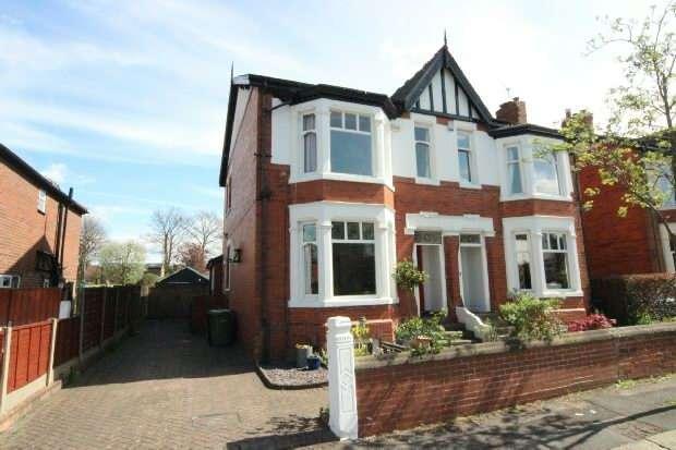 4 Bedrooms Semi Detached House for sale in Arran Avenue, Sale