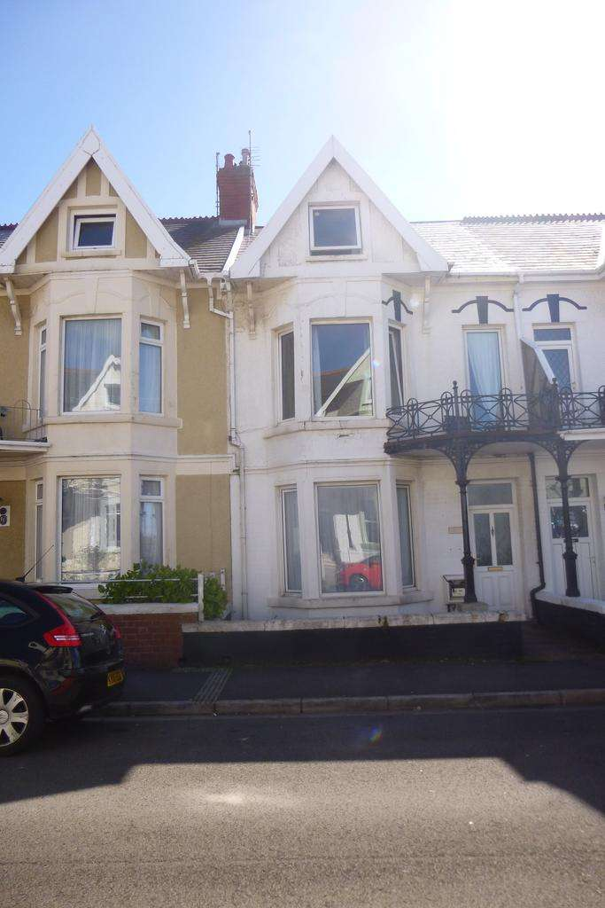 6 Bedrooms Town House for sale in Picton Avenue, Porthcawl CF36