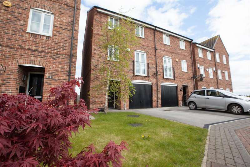 3 Bedrooms Semi Detached House for sale in Hutton Close, Thornbury, Bradford