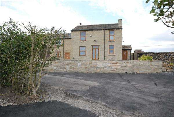 3 Bedrooms Cottage House for rent in House Of The Hill Farm, Hallfold, Rochdale